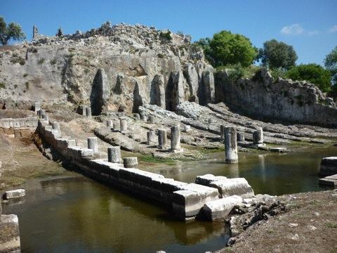 Très rare exemple de cales de navires. Port d'Œniades, Vème av. J.-C. Ouest de Missolonghi.